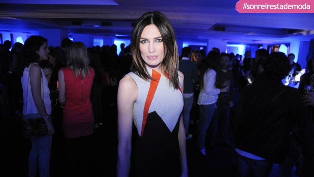 La musa de Juanjo Oliva, Nieves Álvarez, lució uno de los modelos de su nueva colección