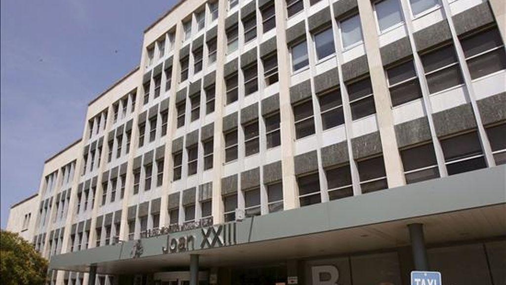 """Imagen del Hospital Joan XXIII de Tarragona donde ingresó el pasado sábado por contagio de gripe A en la unidad de curas intensivas un hombre de 32 años, que se encuentra en estado """"grave"""" en la unidad de cuidados intensivos, debido a una complicación de una afección respiratoria que padecía previamente. EFE"""