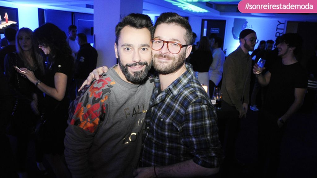 "Juanjo Oliva y Jeff Bargues celebrando el éxito de su colección ""Fall winter in love"""