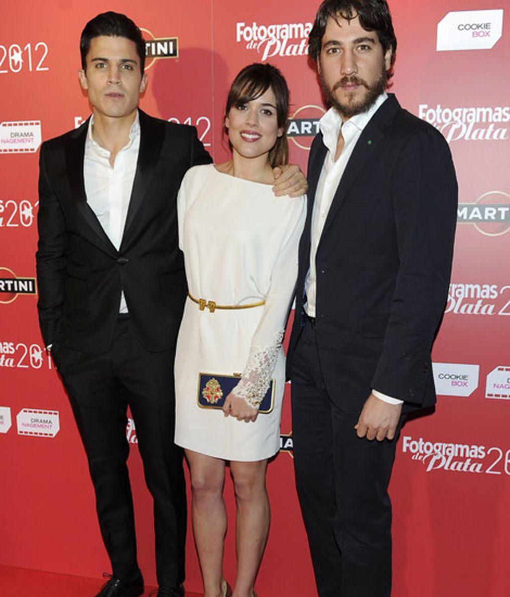 Adriana Ugarte muy bien acompañada por Álex González y Alberto Ammann