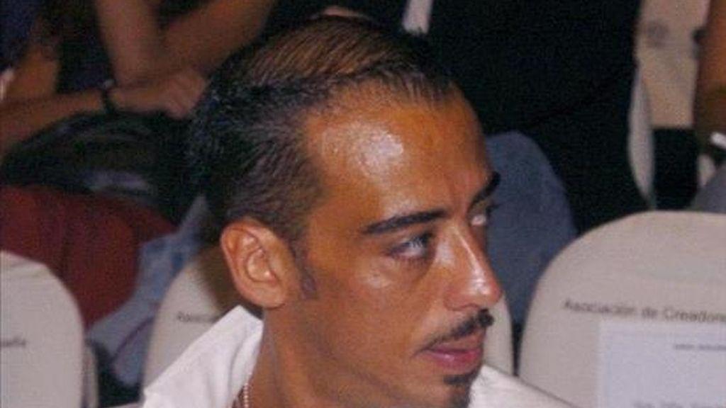 El estilista Daniel el Kum, conocido por colaborar en varias revistas y en el programa de Supermodelo 2007 de Cuatro, falleció anoche tras tirarse desde un balcón de un cuarto piso de Madrid en el que se había declarado un incendio. EFE/Archivo