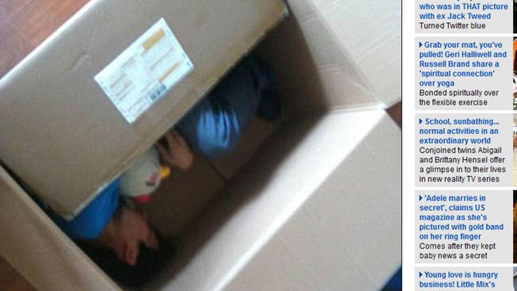 Casi muere al meterse en una caja y enviársela a su novia como sorpresa