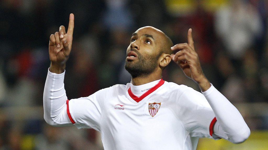 El delantero malí del Sevilla, Frederic Kanouté, celebra el primer gol ante el San Roque durante el encuentro de vuelta de los dieciseisavos de la Copa del Rey