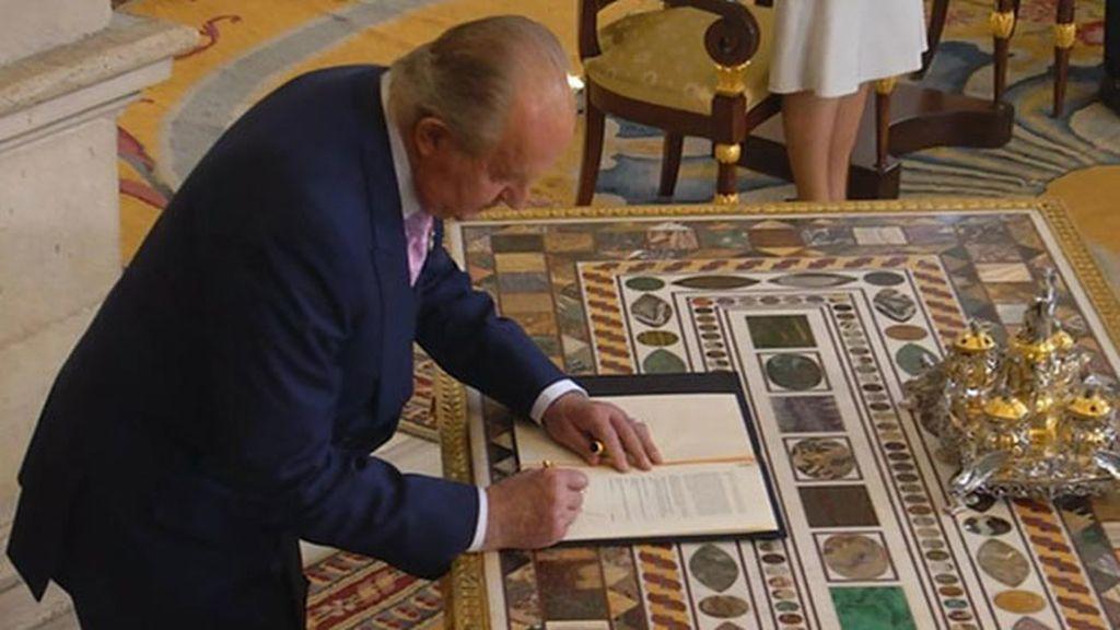 La firma del hasta ahora rey de España