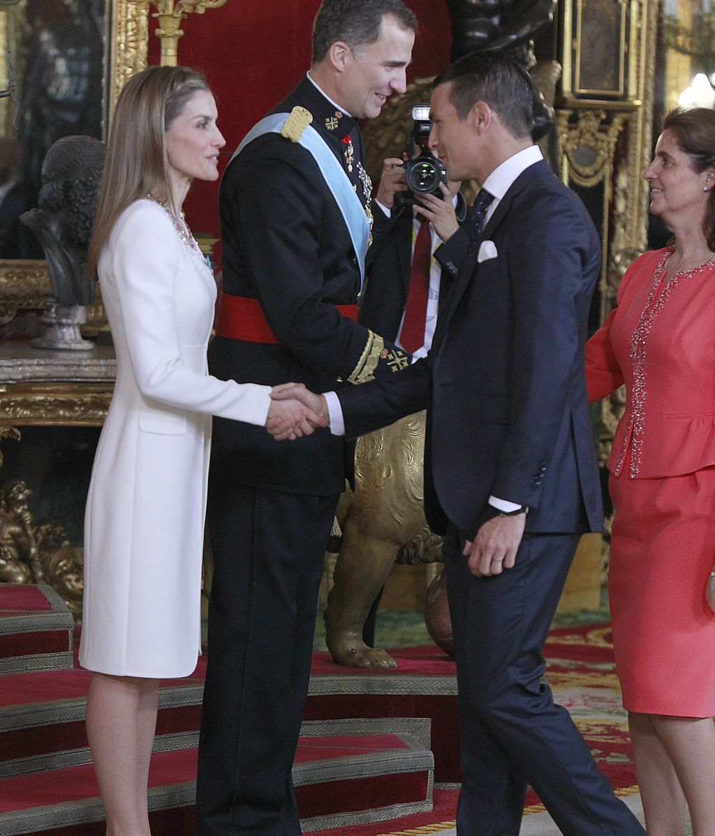 Personalidades de la política, los deportes y el arte saludan a los nuevos reyes