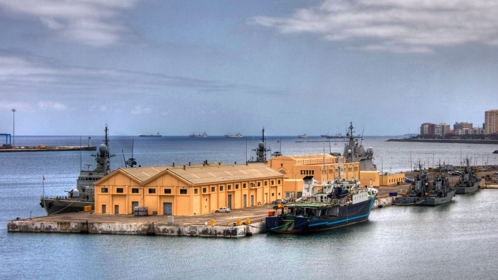 Muelles de la Base Naval de las Palmas