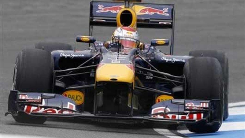 Vettel domina los libres del sábado, justo por delante de Fernando Alonso. Foto: AP