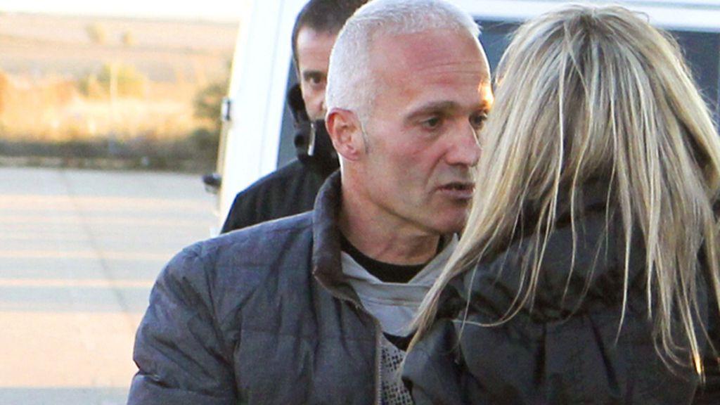 El preso de ETA Mendinueta sale de la cárcel de Zuera