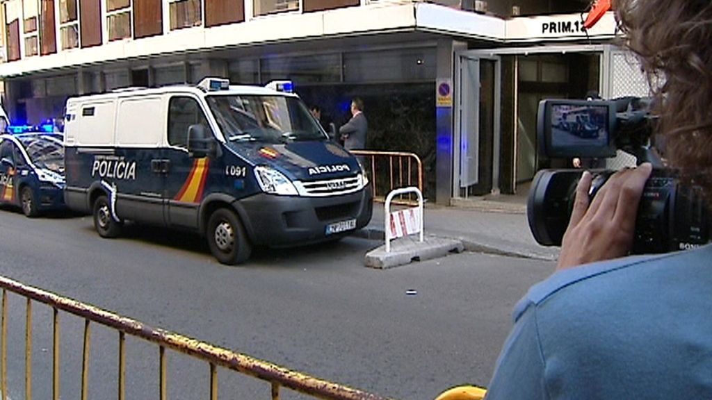 Un furgón policial llega a la sede de la Audiencia Nacional con implicados en la 'operación emperador' para ser interrogados por el juez Andreu