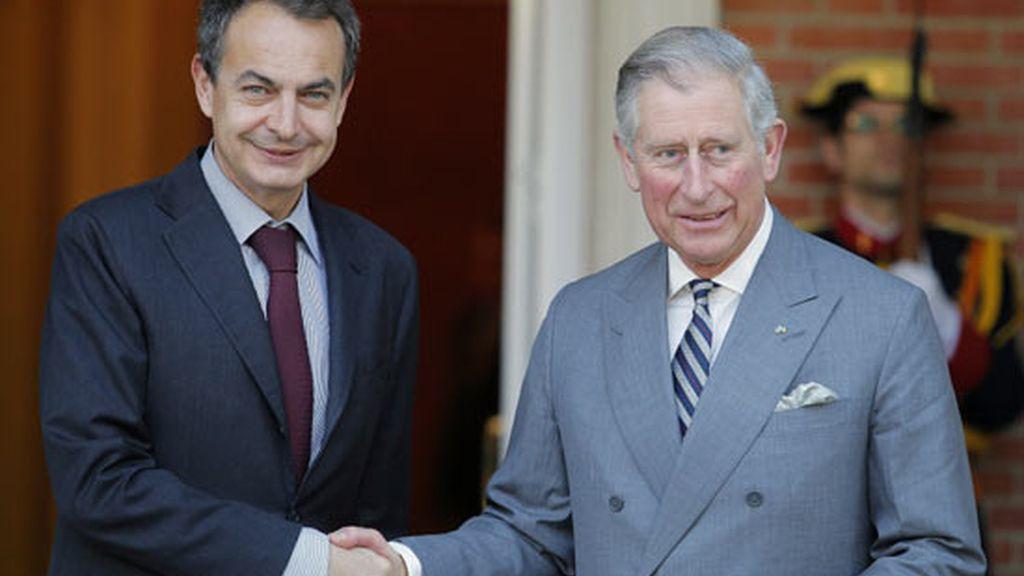 2011: Zapatero con el príncipe Carlos
