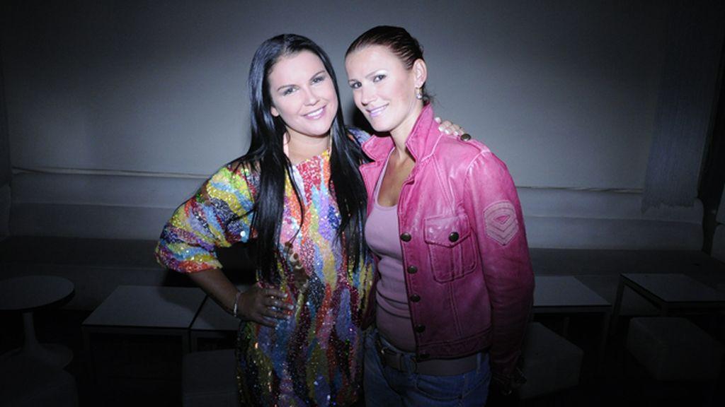 Katia Aveiro junto a su hermana Elma