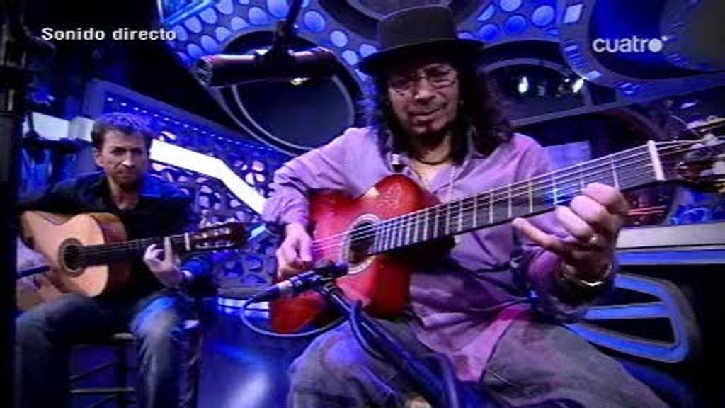 Raimundo Amador toca la guitarra con Pablo Motos