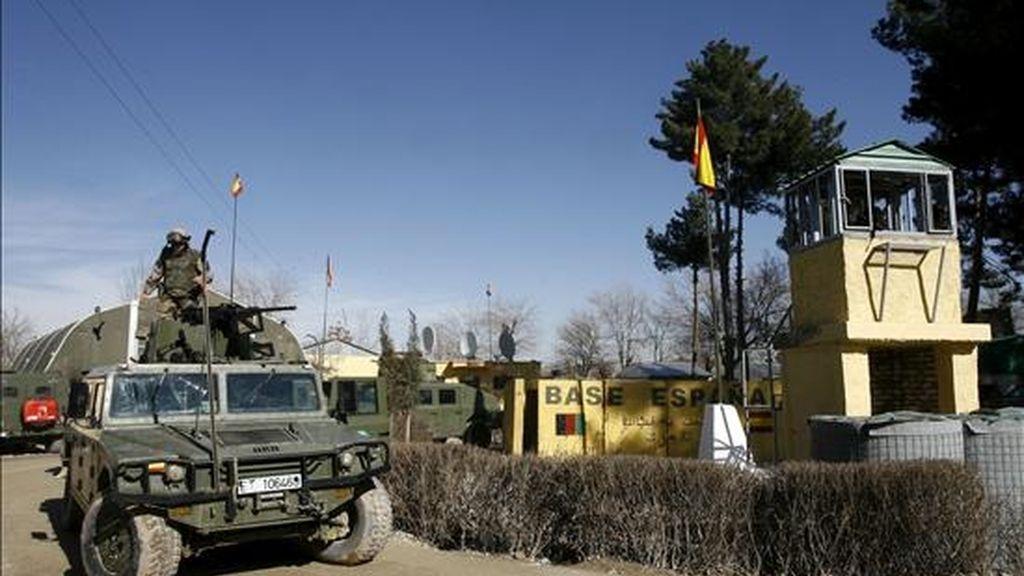 Fotografía de archivo, del 29 de enero de 2007, de la base española en Qala i Naw, en Afganistán, donde dos guardias civiles destinados allí fallecieron hoy tras ser tiroteados por un miembro de la Policía de ese país durante una clase de formación que el instituto armado impartía a las fuerzas de seguridad afganas. EFE