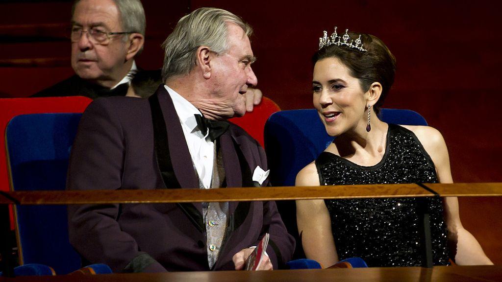 La princesa Mary de Dinamarca y su suegro el príncipe Enrique en el DR Concert Hall