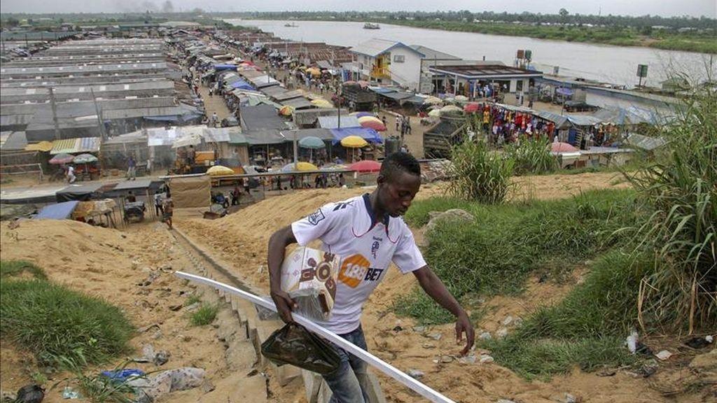 Fotografía distribuida hoy sábado 16 de abril de 2011 que muestra una vista general del mercado Swale en la ciudad nigeriana de Yenagoa, situada en el estado Bayelsa, el estado de procedencia del presidente Goodluck Jonathan.Unos 73,5 millones de nigerianos están llamados a votar hoy en los comicios presidenciales de la nación con mayor población de África .EFE