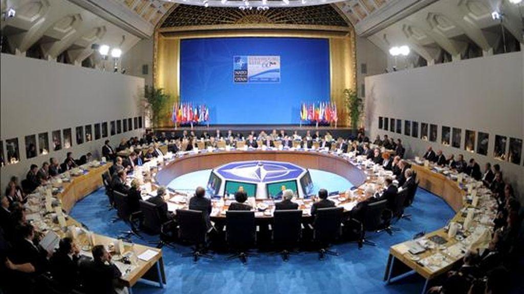 Los ministros de Defensa de los 28 estados miembros de la OTAN participan en la cena de trabajo que dio comienzo a la cumbre. EFE