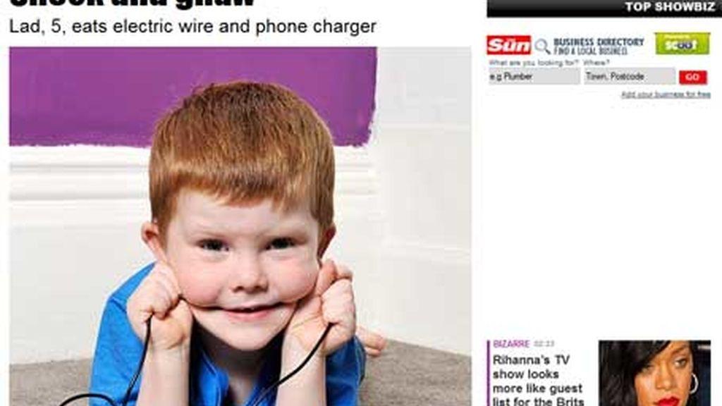 La obsesión de un niño de cinco años: comer cables