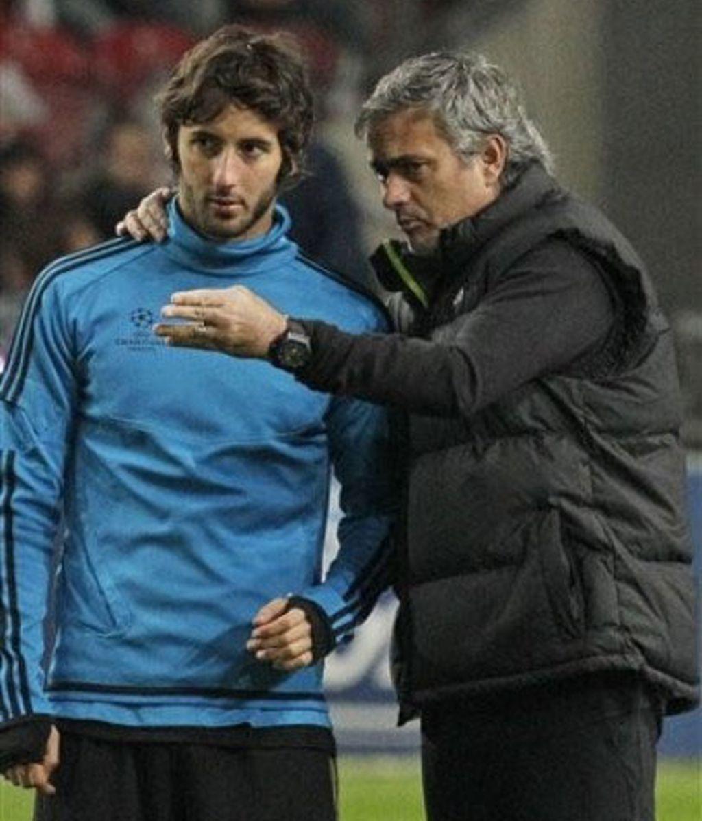 Esteban Granero charla con Jose Mourinho