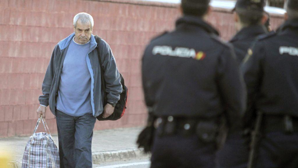 El etarra Ignacio Fernández de Larrinoa deja la cárcel de Puerto I, en Cádiz