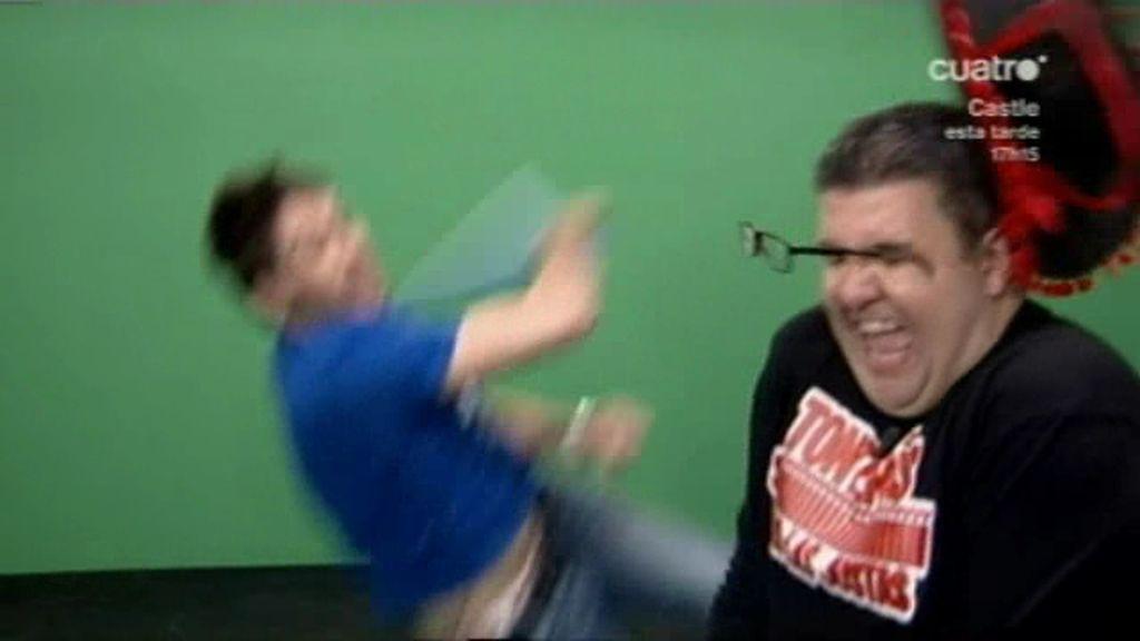 Dani le hace una herida en la ceja a Flo