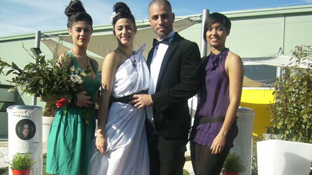 Posado de boda con novios
