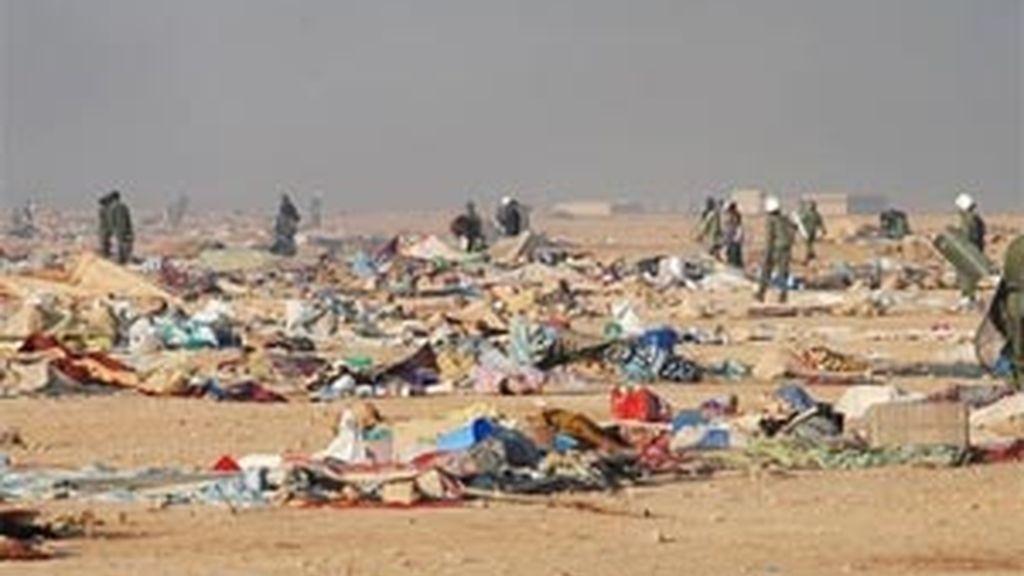 Imágenes del campamento saharaui en las afueras de El Aaiún tras su desmantelamiento violento por Marruecos. Foto: AP