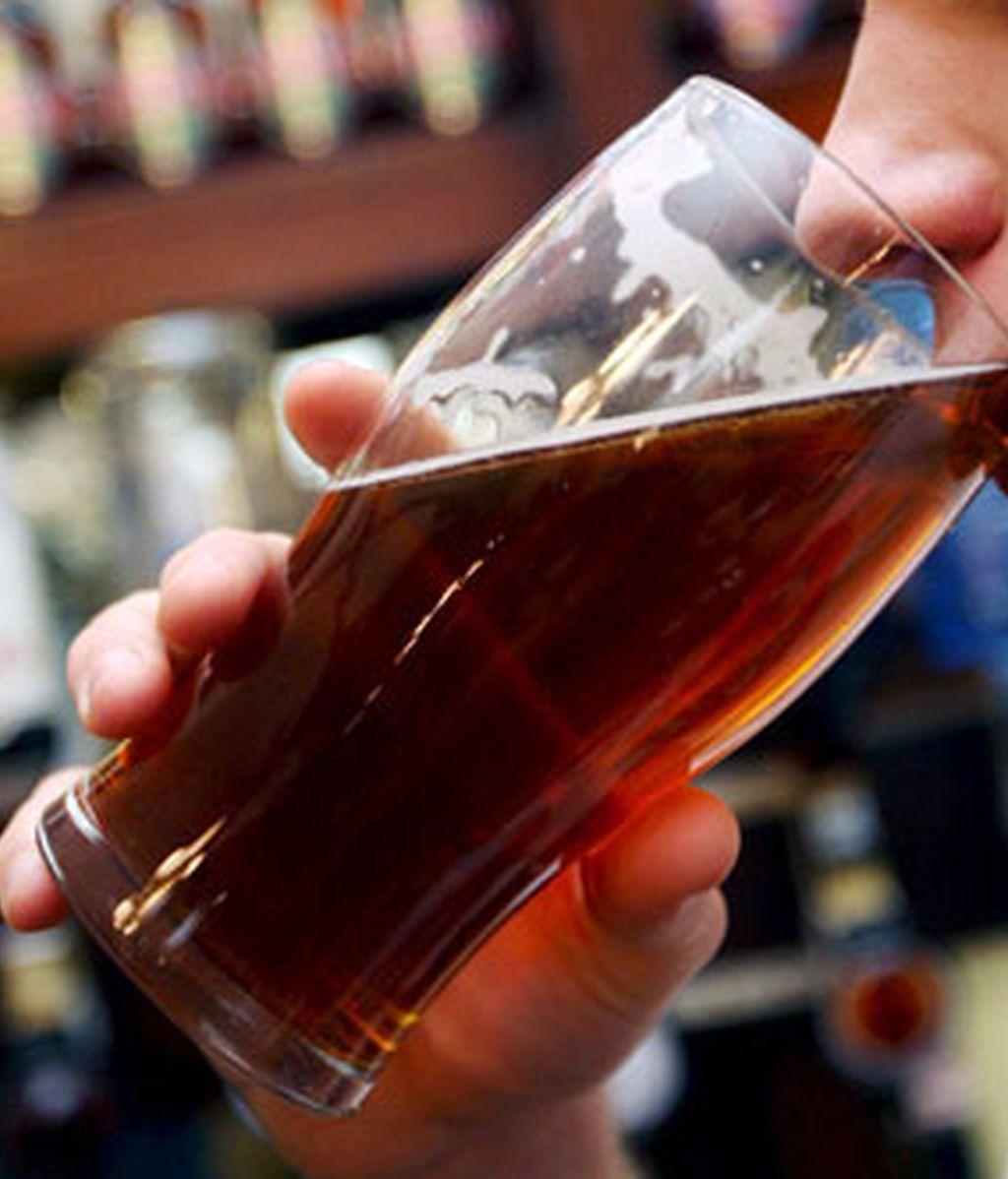 La cerveza incluye nutrientes y líquidos fundamentales para el buen funcionamiento del organismo. Foto: EFE.