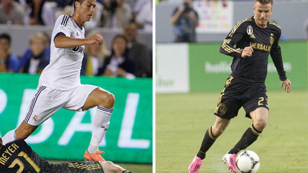 Ronaldo y Beckham durante el partido amistoso