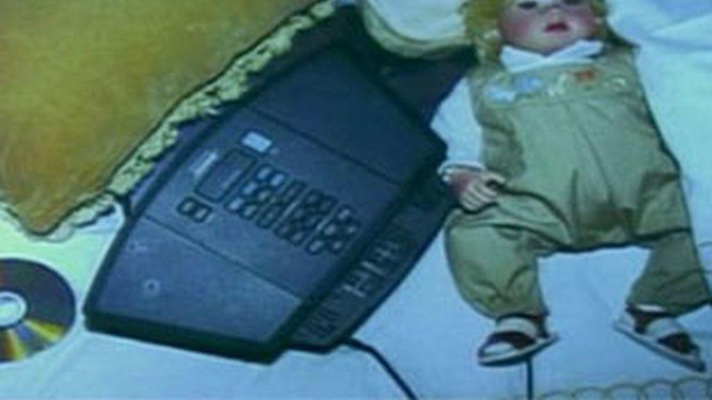Una muñeca, un reproductor de CDs y un disco, objetos hallados en la cama de Michael Jackson
