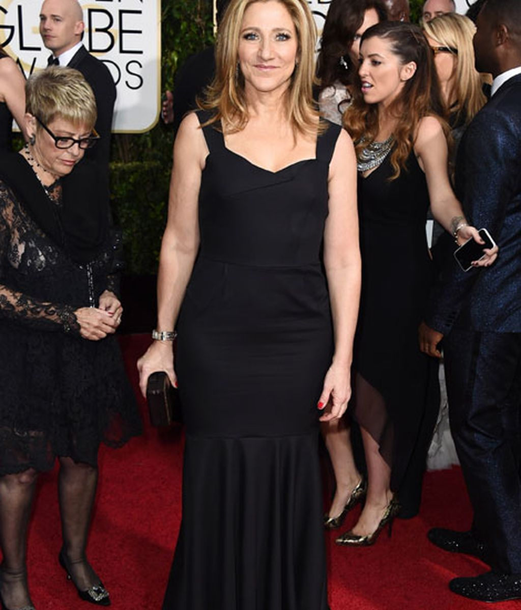 Edie Falco en la alfombra roja de los Globos de Oro