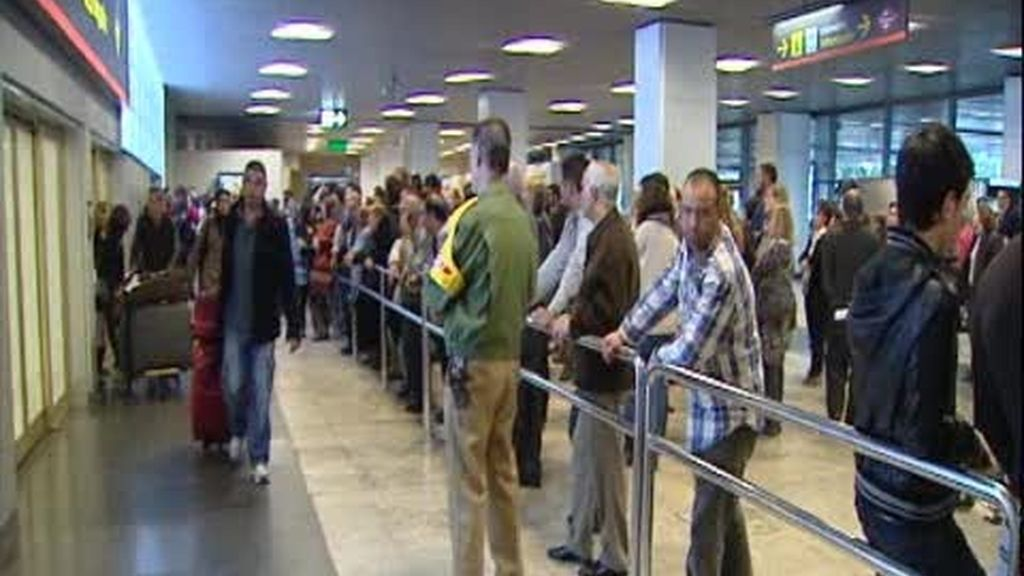 Decenas de españoles esperan aún salir de Libia