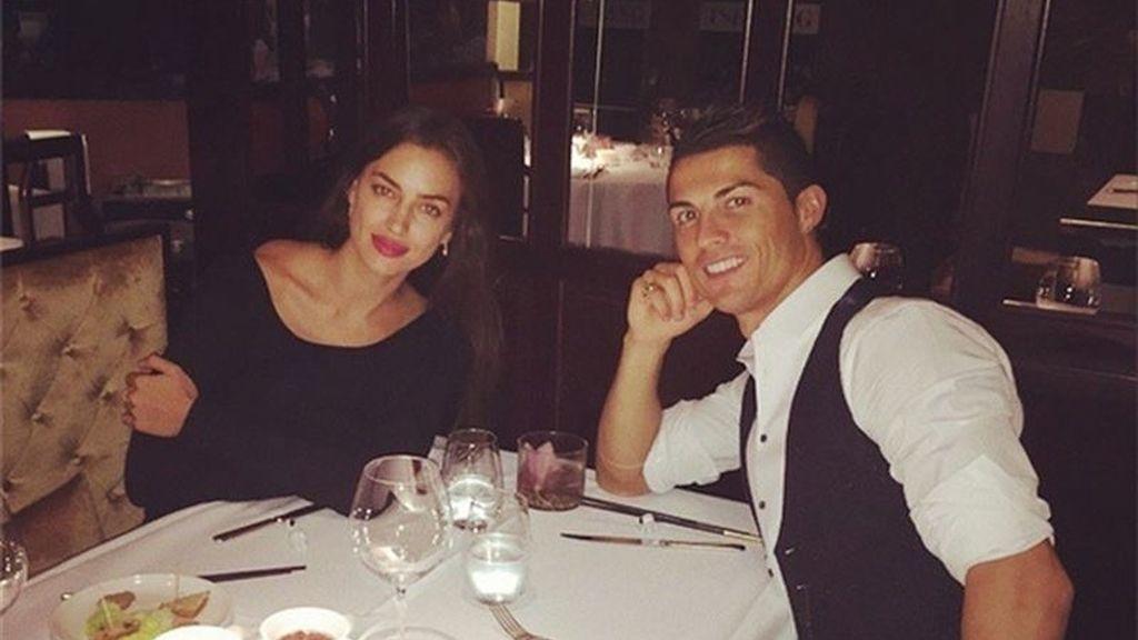 Cristiano Ronaldo celebra con Irina Shayk su racha goleadora