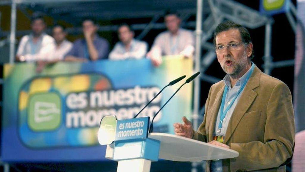 presidente del PP, Mariano Rajoy, durante su intervencion hoy en la clausura del XIII Congreso de Nuevas Generaciones del partido, celebrado en Zaragoza . EFE