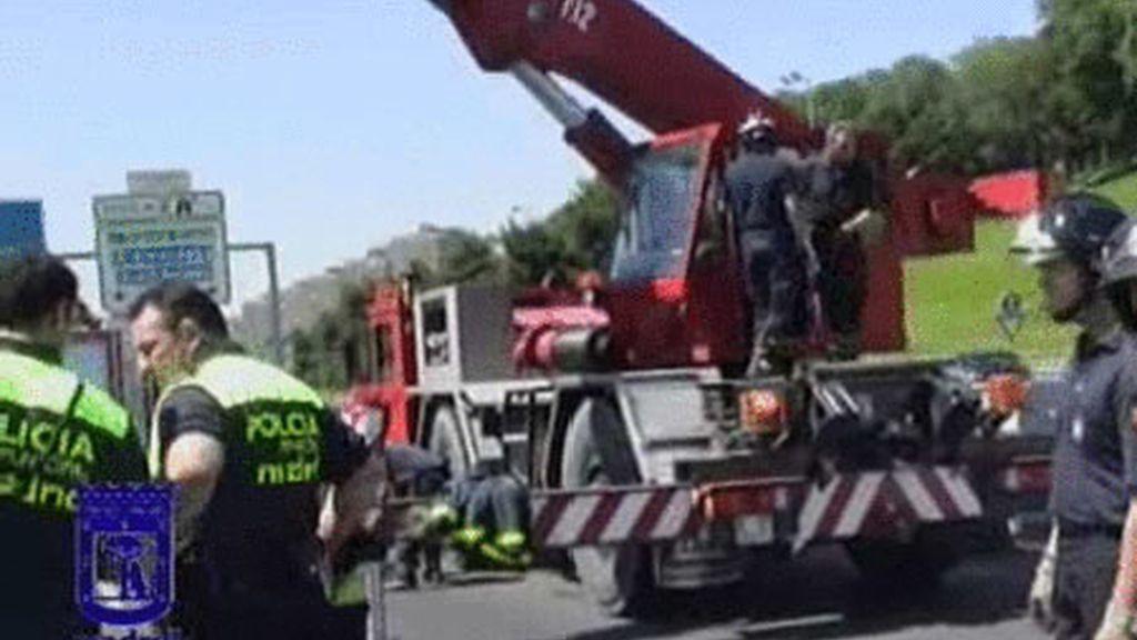 Un total de 18 personas perdieron la vida durante el pasado fin de  semana en las carreteras españolas, tres víctimas menos que el año  pasado.