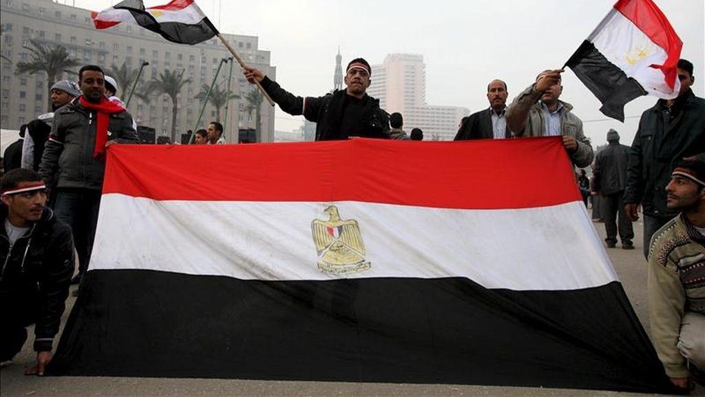 Imagen de archivo de varios manifestantes en la plaza Tahrir en El Cairo (Egipto). EFE/Archivo