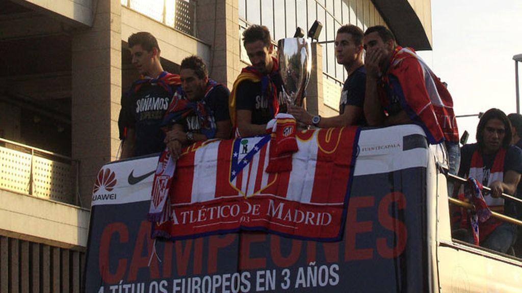 El Atlético de Madrid celebra la Supercopa con su afición