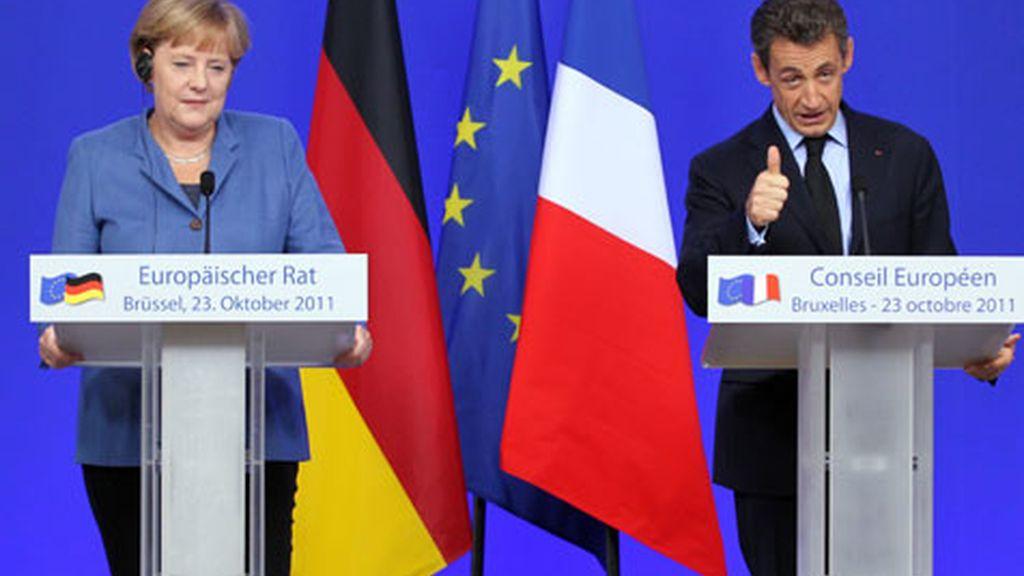 La canciller alemana, Angela Merkel, y el Presidente de Francia, Nicolás Sarkozy, durante la Cumbre de líderes europeos. Foto: Reuters