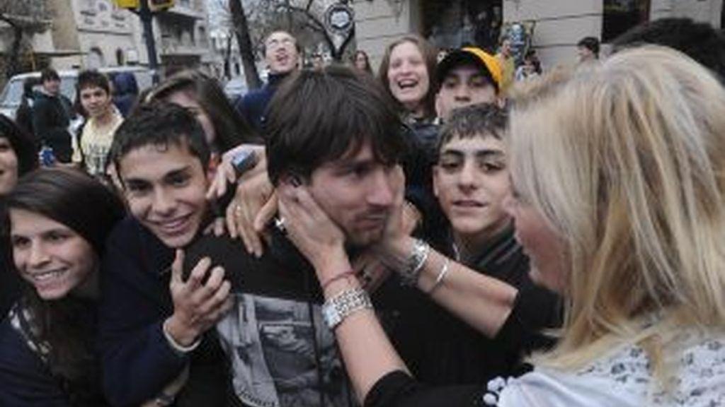 Leo Messi, a la salida del restaurante. GTRES