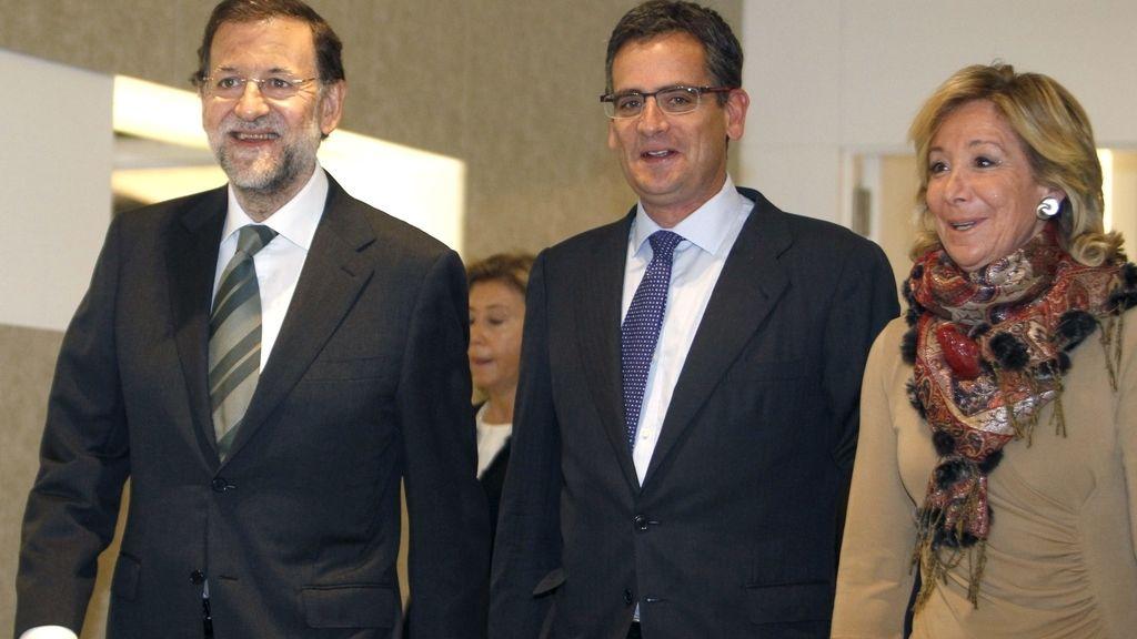 Mariano Rajoy junto a Antonio Basagoiti y Esperanza Aguirre