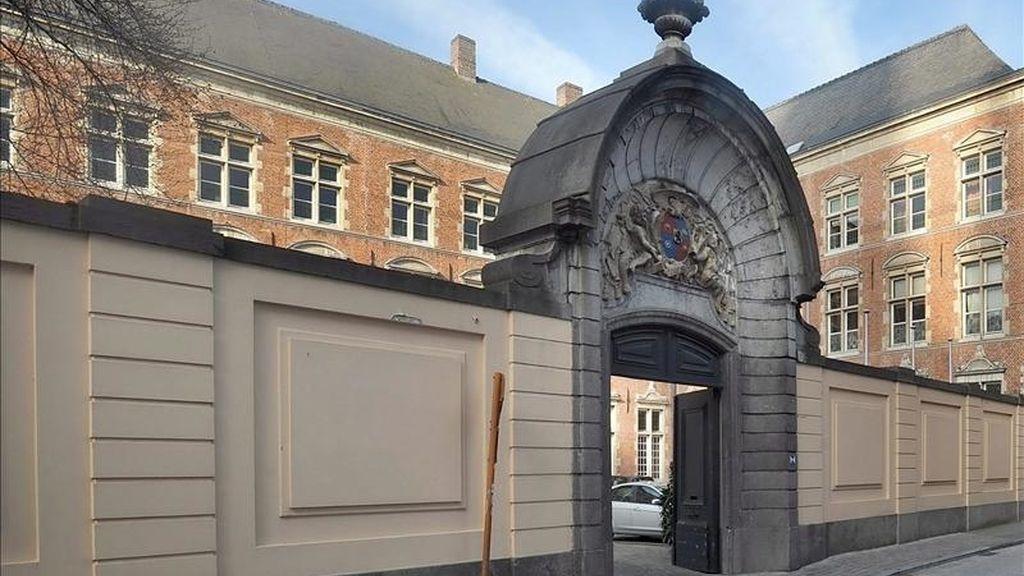 """Vista del exterior del palacio episcopal """"Het Hof van Pitthem"""", en la calle del Espíritu Santo de Brujas (Bélgica). EFE/Archivo"""