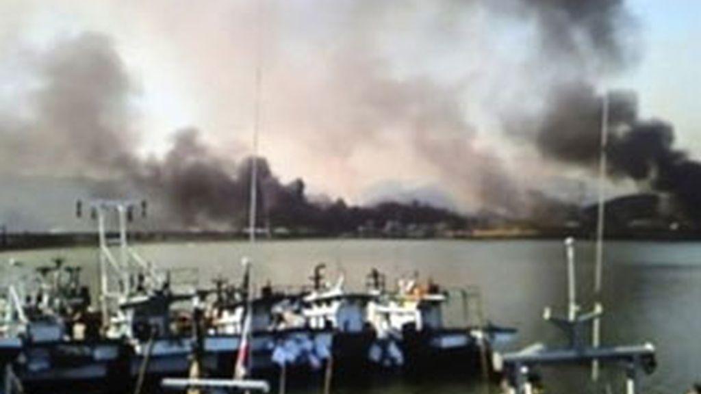 Columnas de humo provocadas por el ataque a la isla surcoreana.