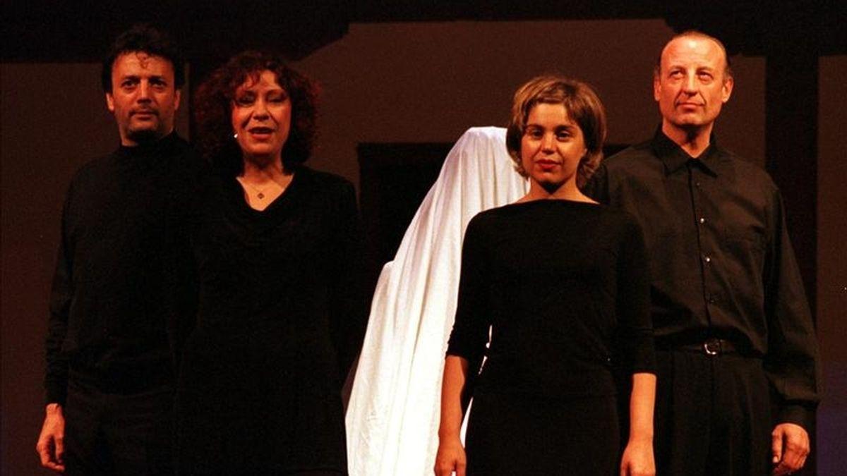 """La Compañía Guindalera estrena en Madrid """"Calderón enamorado"""". Rescata este texto, estrenado en 2000 en el Festival de Teatro Clásico de Almagro por la compañía Zampanó que aparece en la imagen. EFE/Archivo"""