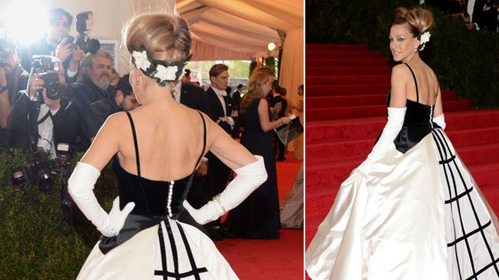 Sarah Jessica Parker apostó por un diseño de Oscar de la Renta