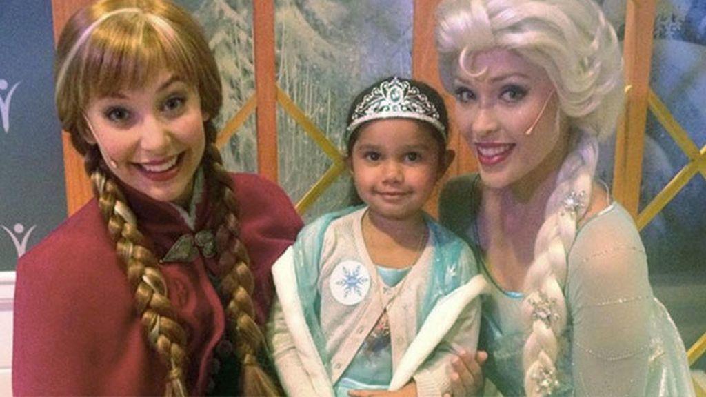 La niña aborigen que quería ser la princesa Elsa cumple su sueño