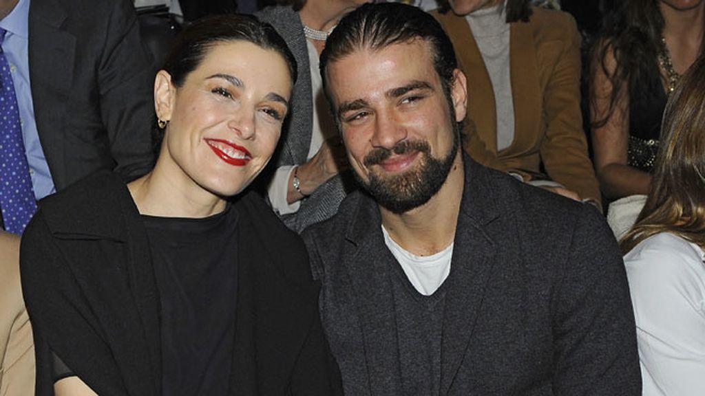 Raquel Sánchez Silva y Mario Biondo en el desfile de Ion Fiz