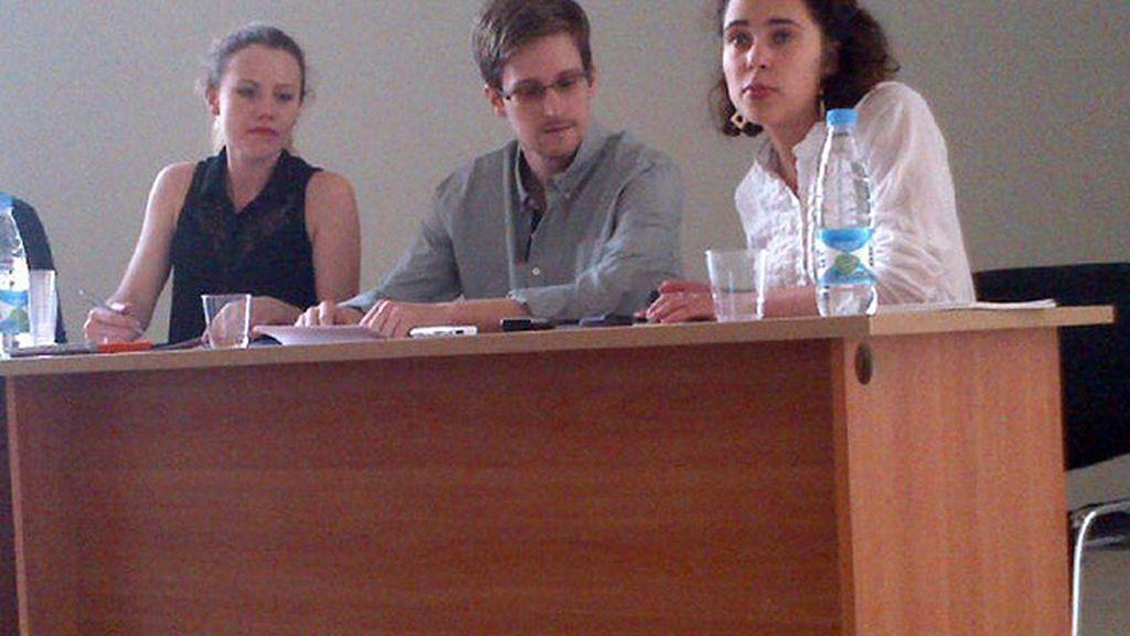 Rueda de prensa de Snowden en el aeropuerto moscovita de Sheremetyevo