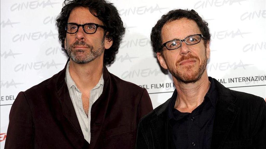 """El """"western"""" de los hermanos Joel (i) y Ethan Coen """"True Grit"""" ingresó entre el viernes y el domingo 15 millones de dólares y elevó su recaudación en los cines de EE.UU. hasta los 110 millones de dólares. EFE/Archivo"""