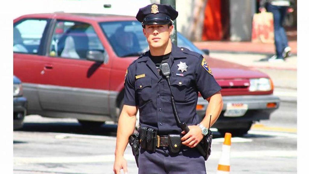 """El policía """"sexy"""" de San Francisco revoluciona las redes sociales"""