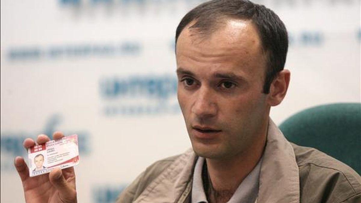 En la imagen, el teniente georgiano Alik Bzhania, que sirvió en la guardia costera georgiana y pidió asilo político en Rusia el pasado mes de junio. EFE/Archivo