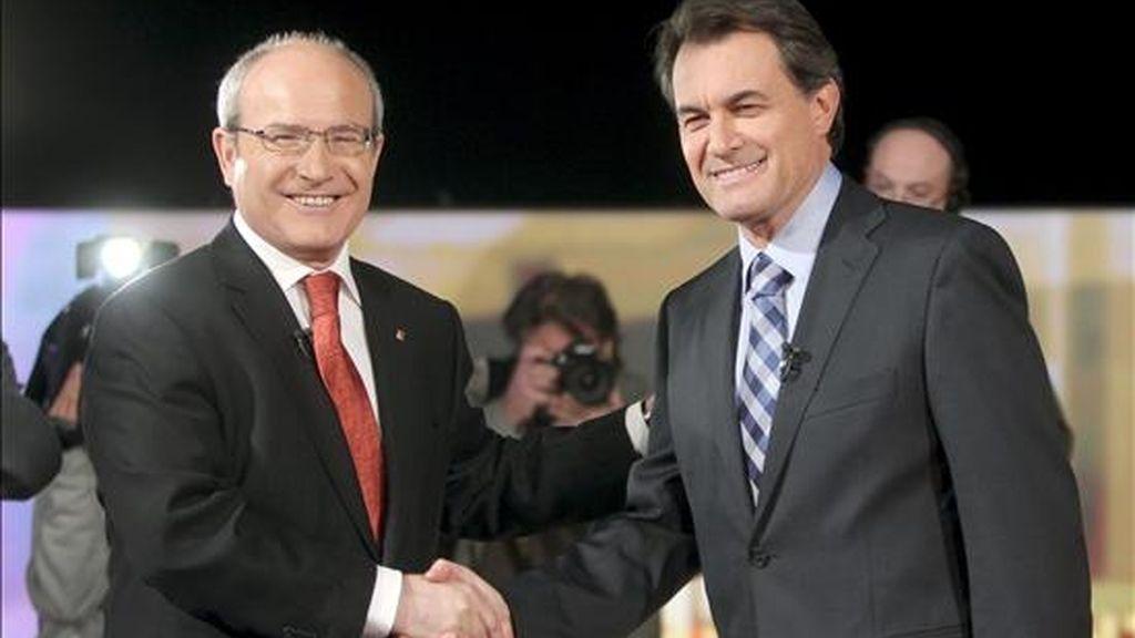 Los candidatos a las elecciones catalanas por CiU, Artur Mas (d) y por el PSC, José Montilla. EFE/Archivo